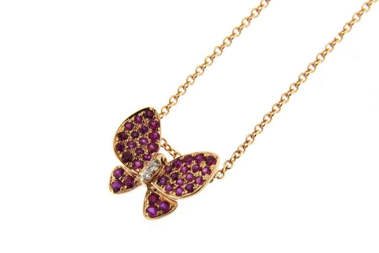 Jona Pink Sapphire White Diamond 18 Karat Rose Gold Butterfly Pendant Necklace In New Condition For Sale In Torino, IT