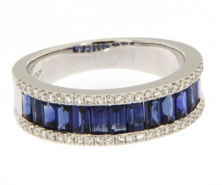 Jona Blue Sapphire Diamond White Gold Band Ring In As new Condition For Sale In Torino, IT