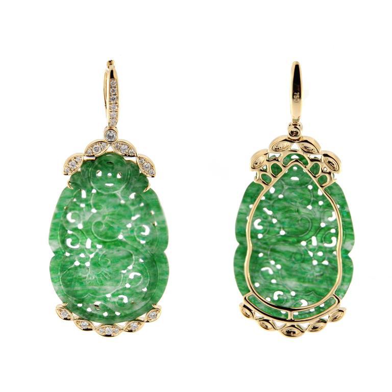 Jona design collection, hand crafted in Italy, 18 karat yellow gold dangle earrings, consisting of 2 carved Burmese jade elements adorned with 0.53 carats of white diamonds.   