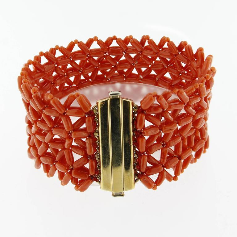 Jona Coral Yellow Gold Cuff Bracelet In New Condition For Sale In Torino, IT