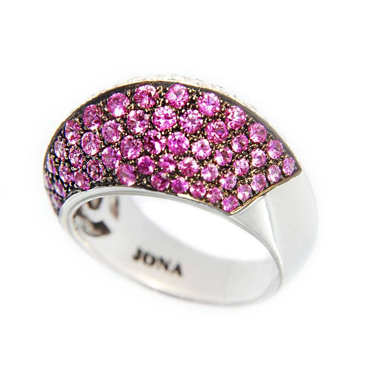 Jona Pink Sapphire and White Diamond Pave 18k White Gold Dome Ring In As new Condition For Sale In Torino, IT