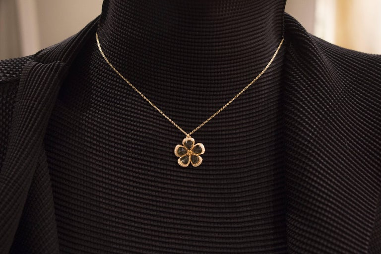 Jona design collection, hand crafted in Italy, 18 karat yellow gold flower pendant set with five citrine quartz petals weighing 3.97 carats in total and white diamonds weighing 0.14 carats, suspended by a 18 karat yellow gold chain 16.5