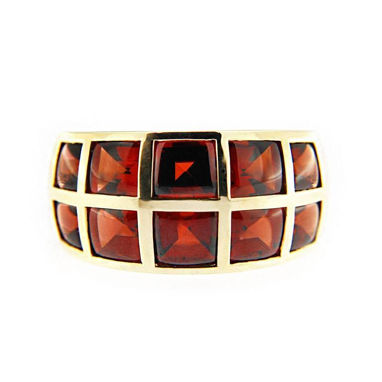 Jona 18 Karat Yellow Gold Garnet Band Ring In New Condition For Sale In Torino, IT