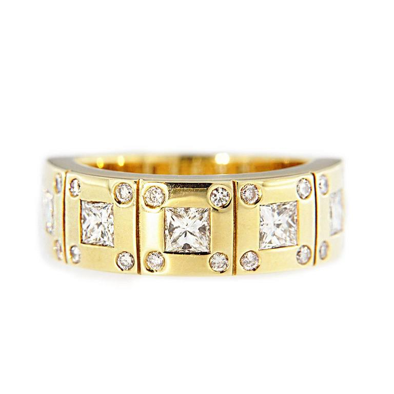 Jona White Diamond 18k Yellow Gold Band Ring In As New Condition For Sale In Torino, IT
