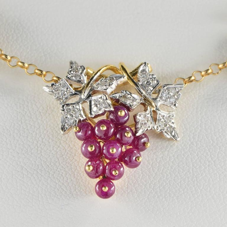 Natural Ruby and Diamond Grape Necklace In Excellent Condition For Sale In Napoli, IT