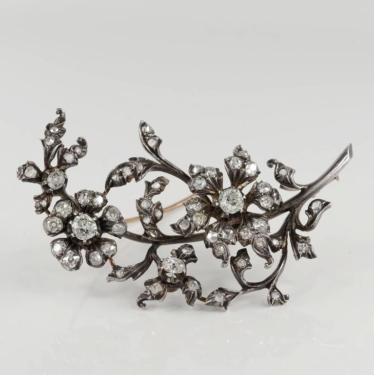 Early Victorian, magnificent floral spray brooch in a remarkable and impressive content of old cut Diamonds between old mine cut set onto flowers and rose cut Diamonds set on the leaf work. Crafted in 15 KT gold with silver top as for the period -