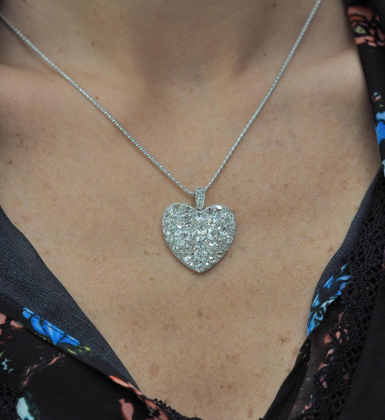 Platinum Edwardian 6.0 Carat Mine Cut Diamond Rare Sentimental Heart Necklace For Sale 3