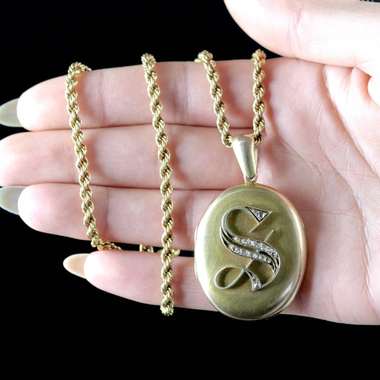 Antique Victorian Diamond Locket and Chain Necklace 18 Carat Gold, circa 1900 For Sale 5