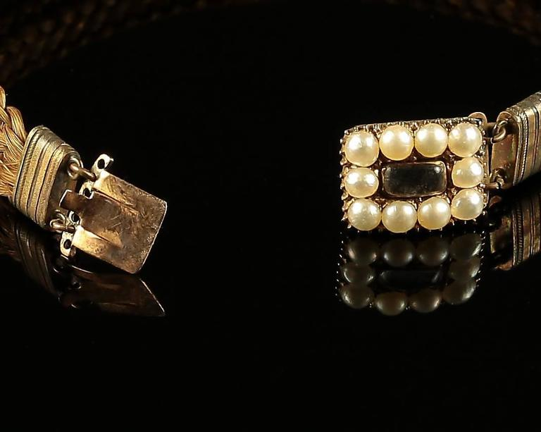 Antique Georgian Mourning Bracelet with Pearl Clasp, circa 1800 In Excellent Condition For Sale In Lancaster, Lancashire