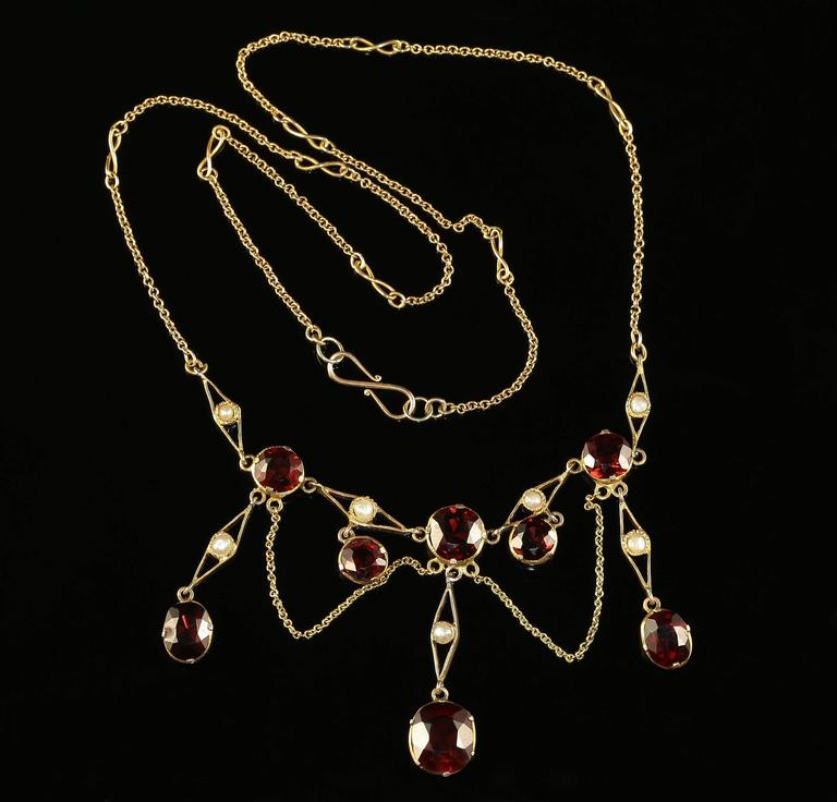 Antique Victorian Garnet Pearl Yellow Gold Lavaliere Necklace In Excellent Condition For Sale In Lancaster, Lancashire