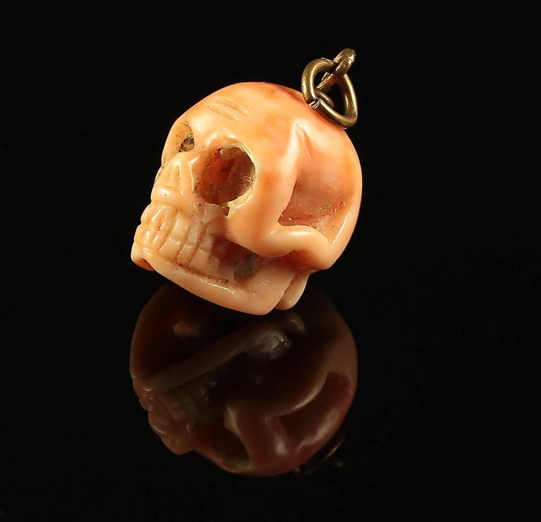 Antique Georgian Memento Mori Skull Coral Pendant 1800s In Good Condition For Sale In Lancaster, Lancashire