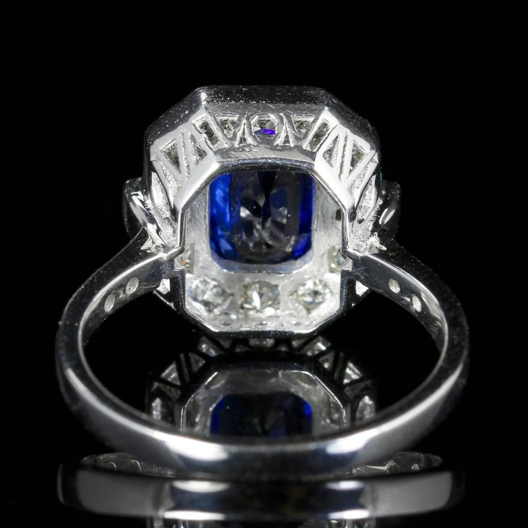 Art Deco Sapphire Diamond Ring 2.50 Carat Sapphire 1.30 Carat Diamond 18 Carat Gold For Sale