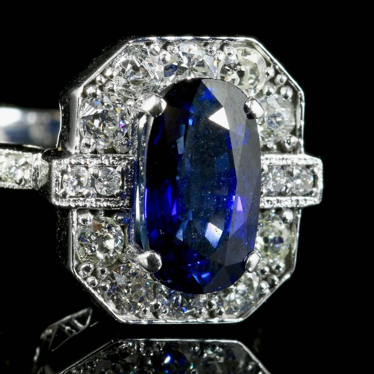 Women's Sapphire Diamond Ring 2.50 Carat Sapphire 1.30 Carat Diamond 18 Carat Gold For Sale