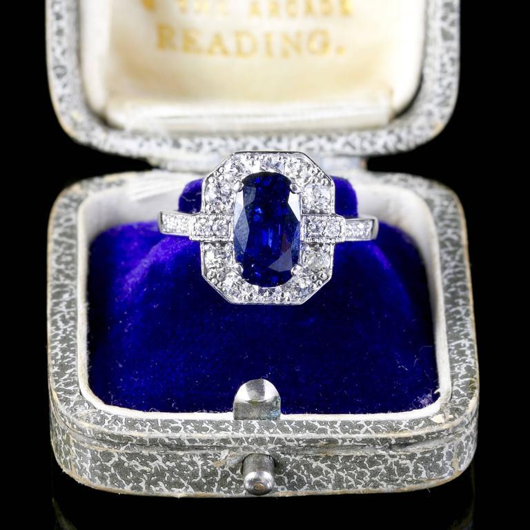 Sapphire Diamond Ring 2.50 Carat Sapphire 1.30 Carat Diamond 18 Carat Gold For Sale 1