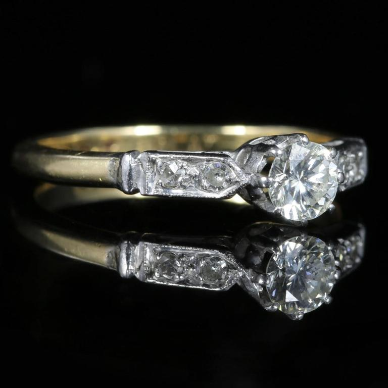 Women's Antique Edwardian Diamond Solitaire Engagement Ring, circa 1915 For Sale