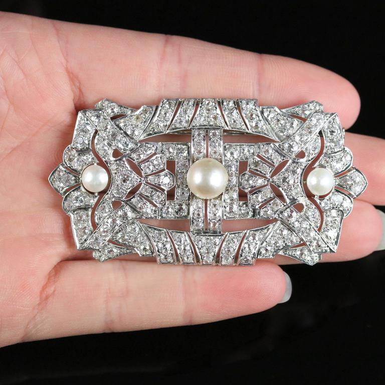 Antique Art Deco Diamond Pearl 18 Carat White Gold 11 Carat of Diamonds Brooch For Sale 4