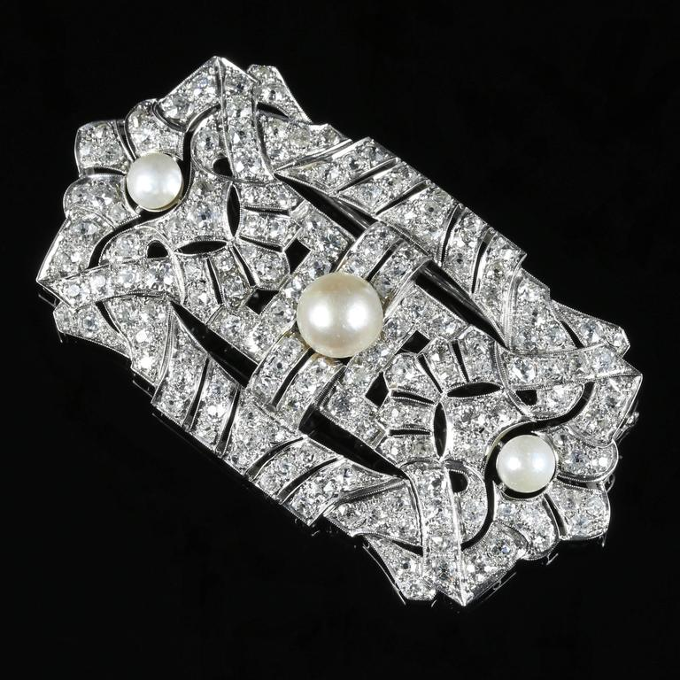 This is outstanding, a large fabulous 1920's Diamond brooch which is adorned with Diamonds and three beautiful Pearls.  There are approx. 140 Diamonds and each Diamond is approx. 0.08ct, giving a total of 11ct 20 points.  The Diamonds are all full
