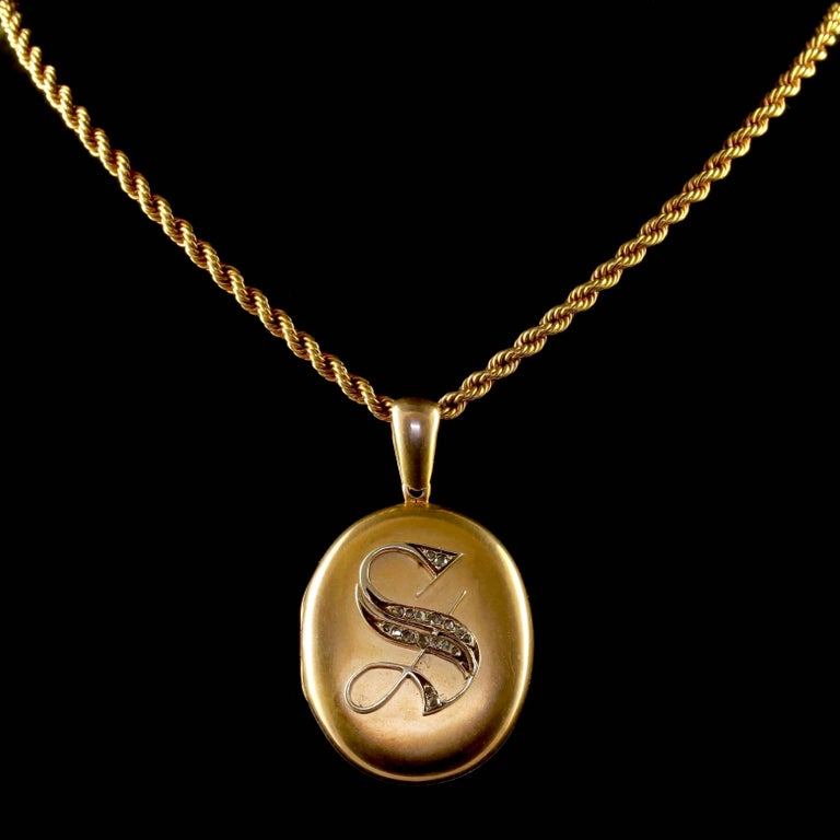Rose Cut Antique Victorian Diamond Locket and Chain Necklace 18 Carat Gold, circa 1900 For Sale