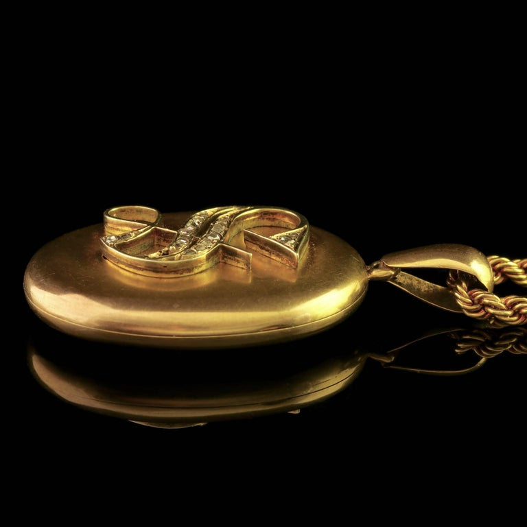 Antique Victorian Diamond Locket and Chain Necklace 18 Carat Gold, circa 1900 For Sale 2