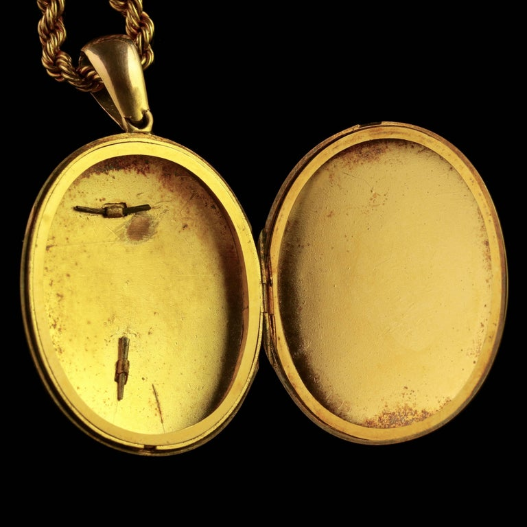 Women's Antique Victorian Diamond Locket and Chain Necklace 18 Carat Gold, circa 1900 For Sale