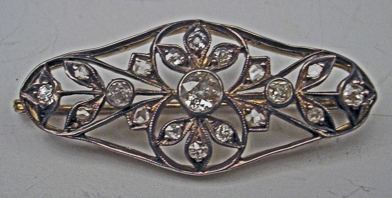 1900s Art Nouveau Diamonds 0.50 Carat Gold Flower Brooch In Excellent Condition For Sale In Vienna, AT