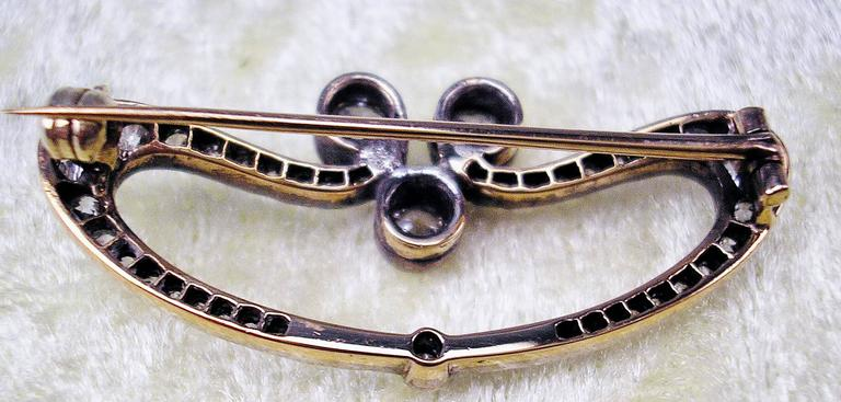 1900s Austrian Art Nouveau Elliptic Diamonds 1.80 Carats Gold Brooch  In Excellent Condition For Sale In Vienna, AT