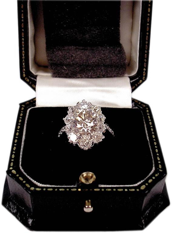 GOLDEN ART DECO GORGEOUS RING OF HIGHEST VALUE WITH SOLITAIRE &  MANY DIAMONDS    GOLD  (14 ct / 585)  &  DIAMONDS  (VINTAGE CUTS / 2.70 Carat)     RING OF SUPERB APPEARANCE:  ONE LARGE SOLITAIRE (BRILLIANT) IS ATTACHED TO MIDDLE AREA  /  VARIOUS