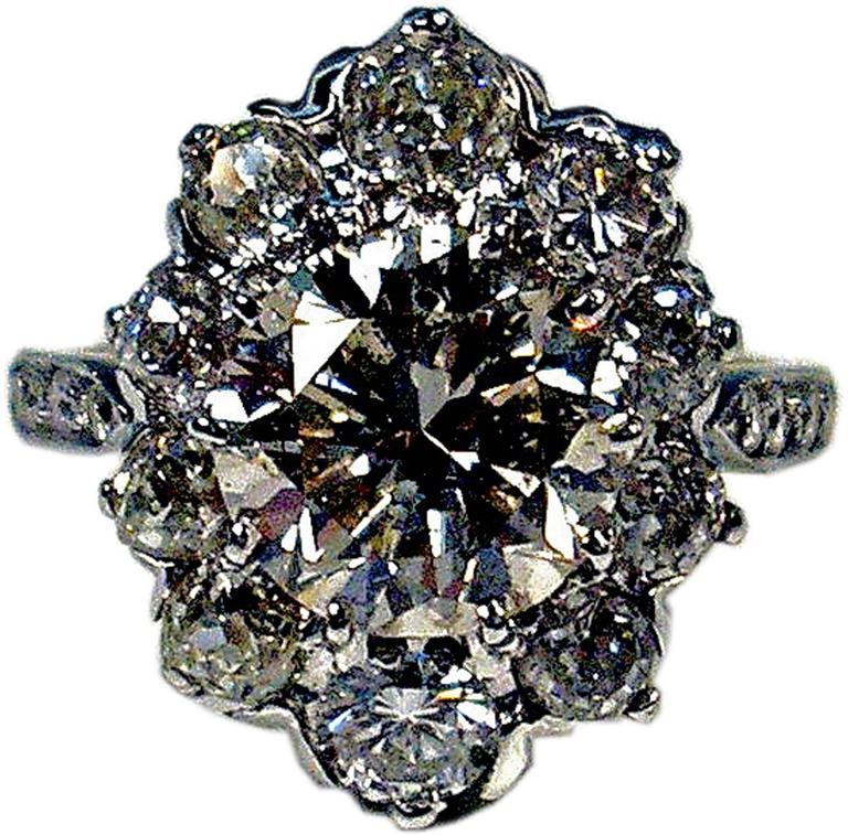 Art Deco Vienna Gold 585 Diamonds Solitaire Cluster Gold Engagement Ring In Excellent Condition For Sale In Vienna, AT