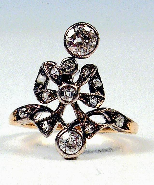 GOLDEN ART NOUVEAU RING OF HIGH VALUE WITH MANY DIAMONDS     GOLD  (14 ct  /  585)  /  DIAMONDS  (VINTAGE CUTS  / 0.85 Carat)     RING OF MOST ELEGANT APPEARANCE:   THREE LARGE DIAMONDS AND SOME SMALLER ONES - ARE ATTACHED ON A BOW (LOOP).   THE