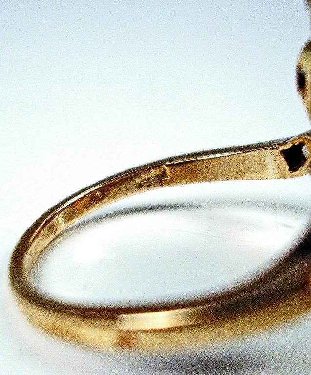 Women's 1900s Austria Art Nouveau Diamonds 0.85 Carats Silver Framed Gold Ring For Sale