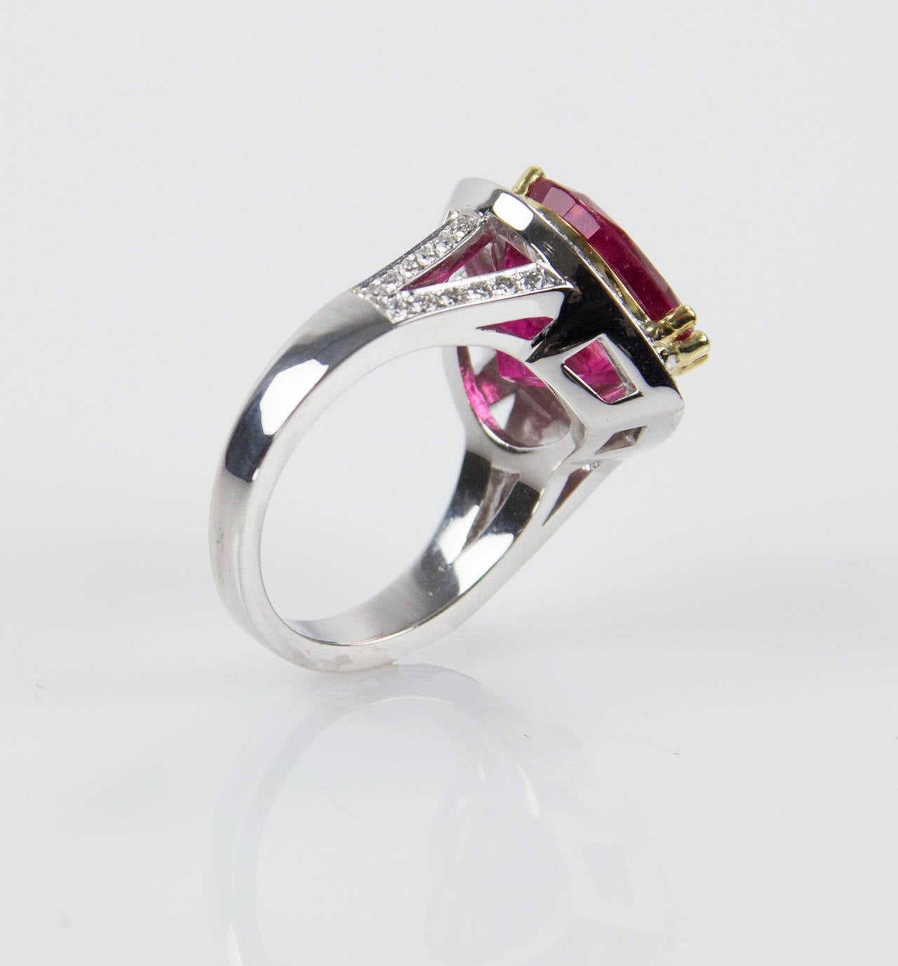 Contemporary 6.97 Carat Rubellite Heart Diamond Gold Statement Ring For Sale