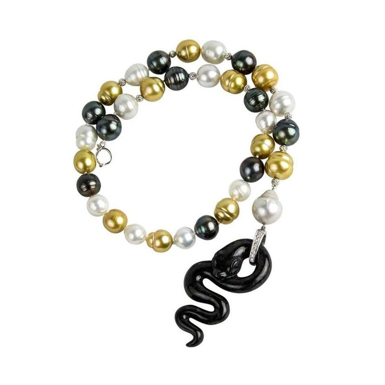 Black Jade Pearl Diamond Gold Snake Necklace In New Condition For Sale In Montreal, QC