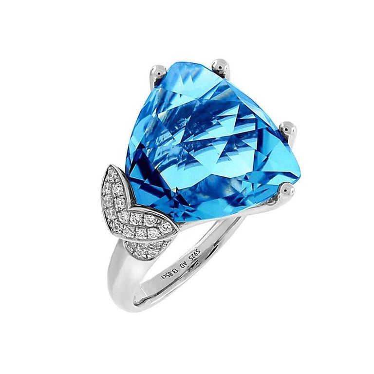Contemporary Swiss Blue Topaz Diamond Gold Ring Estate Fine Jewelry For Sale