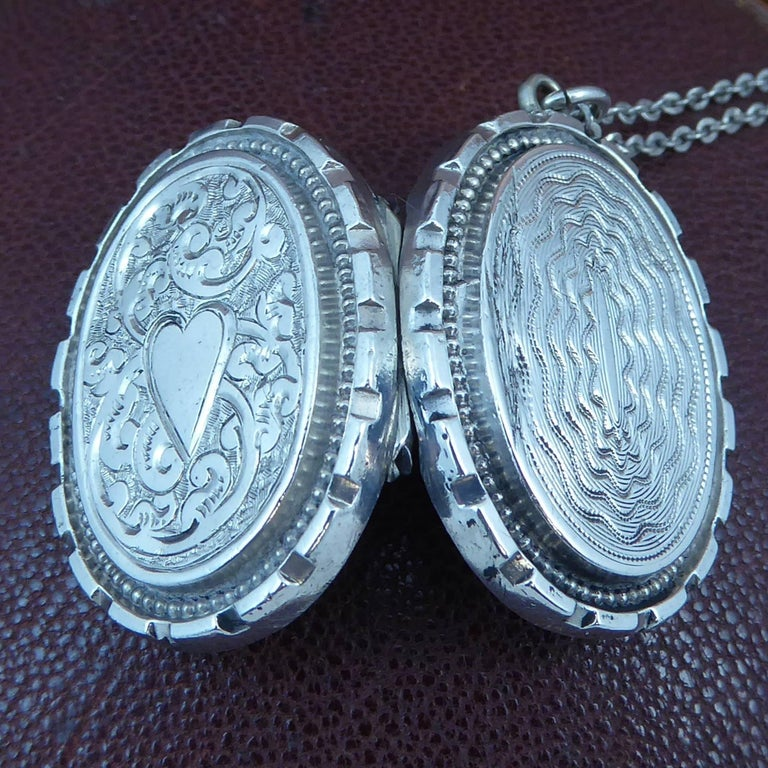 Antique Silver Locket, Silver Chain, circa Edwardian, Hand and Machine Engraved For Sale 2
