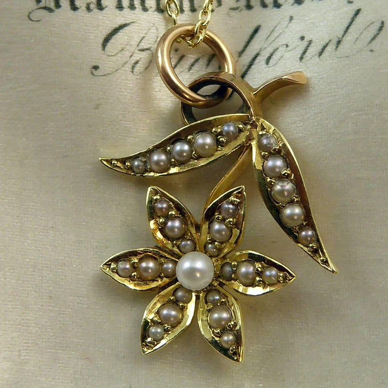 Women's Victorian 15 Carat Pearl Flower Pendant, circa 1900 on 9 Carat Gold Chain For Sale
