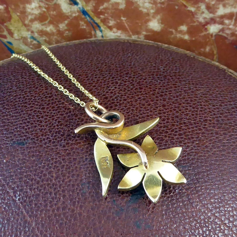 Victorian 15 Carat Pearl Flower Pendant, circa 1900 on 9 Carat Gold Chain In Excellent Condition For Sale In Yorkshire, West Yorkshire