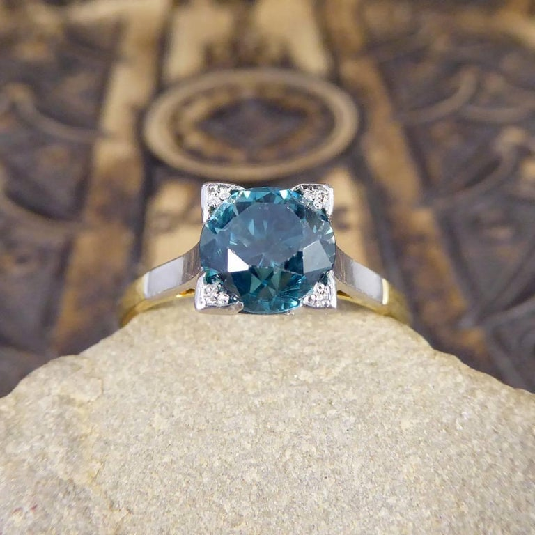 1.75 Carat Blue Zircon Art Deco Ring in 18 Carat Yellow Gold and Platinum For Sale 4