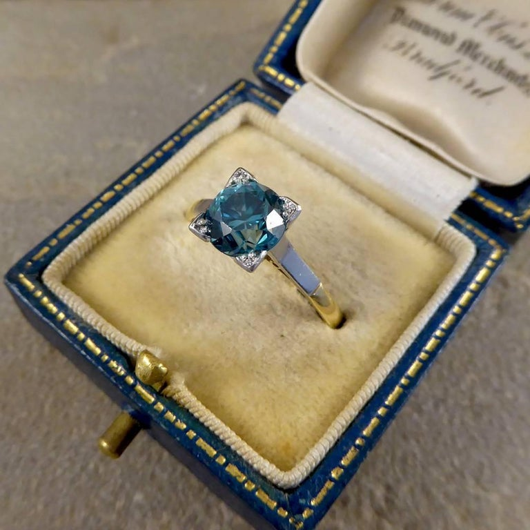 1.75 Carat Blue Zircon Art Deco Ring in 18 Carat Yellow Gold and Platinum For Sale 6