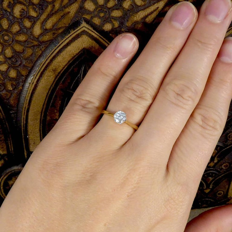 Diamond Solitaire Engagement Ring in 18 Carat Gold e97ba3123