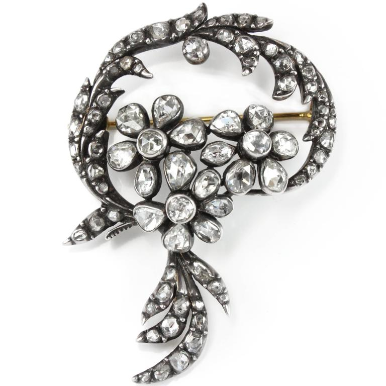 Yellow Gold Beautiful Early Victorian Floral Brooch, circa 1860s For Sale 1
