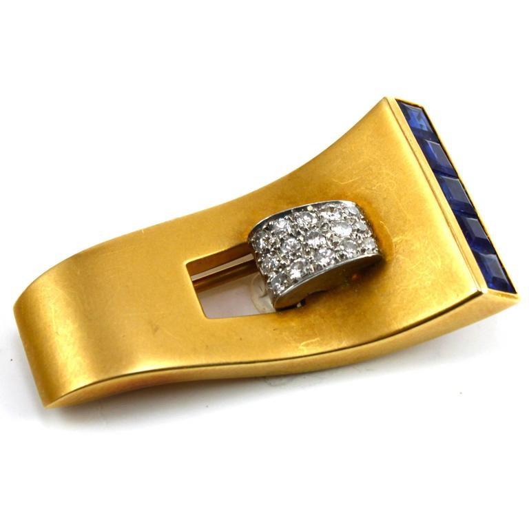 1940s 18k Gold Retro Sapphire and Diamond Clip Brooch In Excellent Condition For Sale In Idar-Oberstein, DE