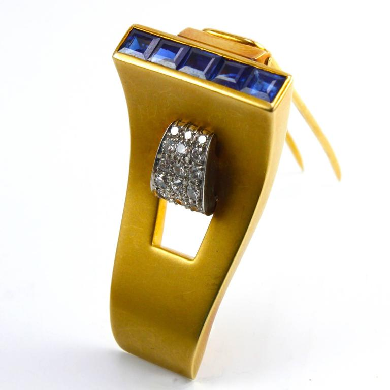 Women's or Men's 1940s 18k Gold Retro Sapphire and Diamond Clip Brooch For Sale