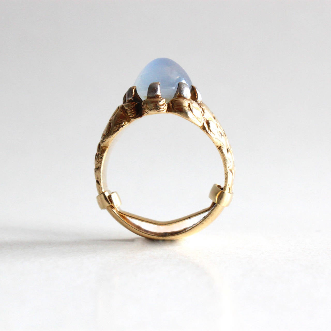Women's or Men's Star Sapphire Gold Claw Ring For Sale