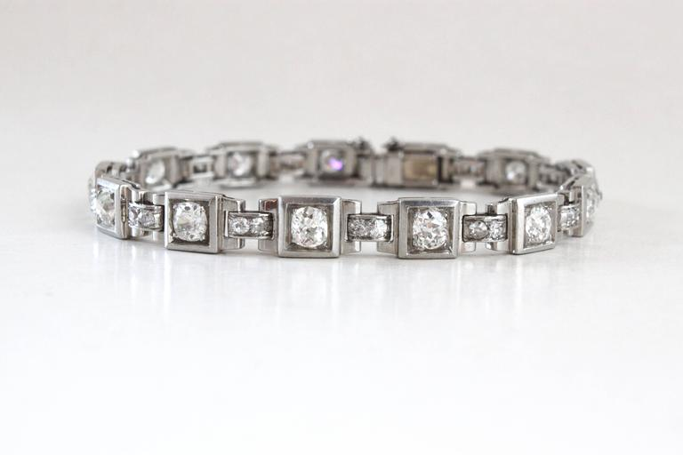A beautiful French Art Deco Platinum Diamond Bracelet, ca. 1930s.