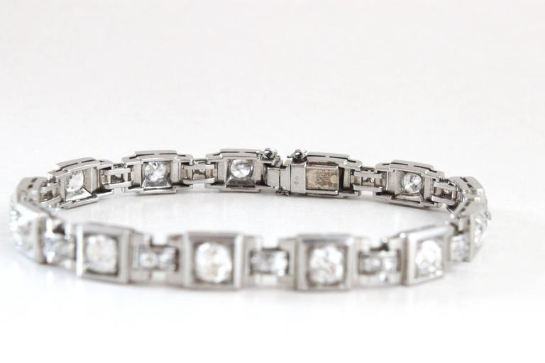 1930s French Art Deco Diamond Platinum Geometric Bracelet In Excellent Condition For Sale In Idar-Oberstein, DE