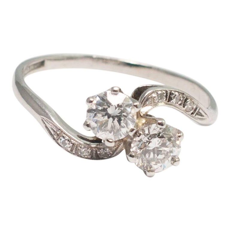 Antique Diamond Platinum Engagement Ring For Sale at 1stdibs