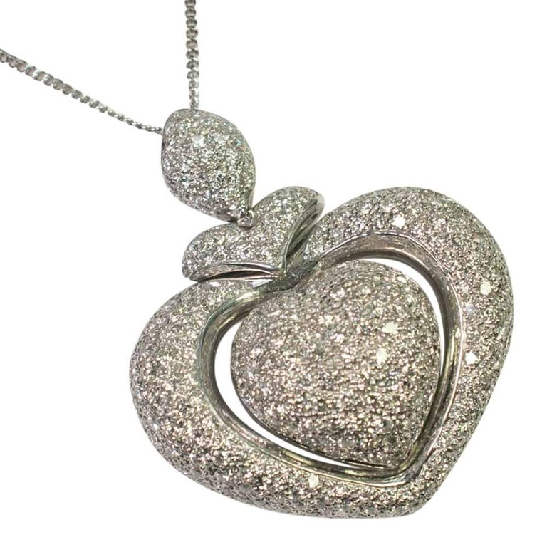 Round Cluster Diamond Heart 18 Carat Gold Pendant Chain Necklace