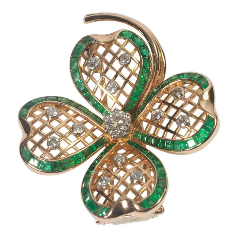 Mauboussin Emerald Diamond Gold Shamrock Brooch In Excellent Condition For Sale In ALTRINCHAM, GB