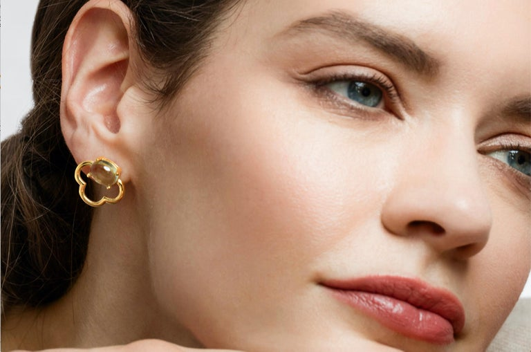 These lovely blossom inspired earrings give a delicate feminine look. The total length of the earrings is 18mm, the gold is 2mm deep and the earrings are 18mm at their widest point.  They come in three finishes: 18k Yellow Gold Vermeil, 18k Rose