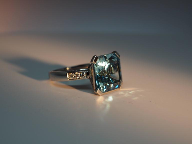 Fine Aquamarine Diamond Gold Solitaire Ring 2